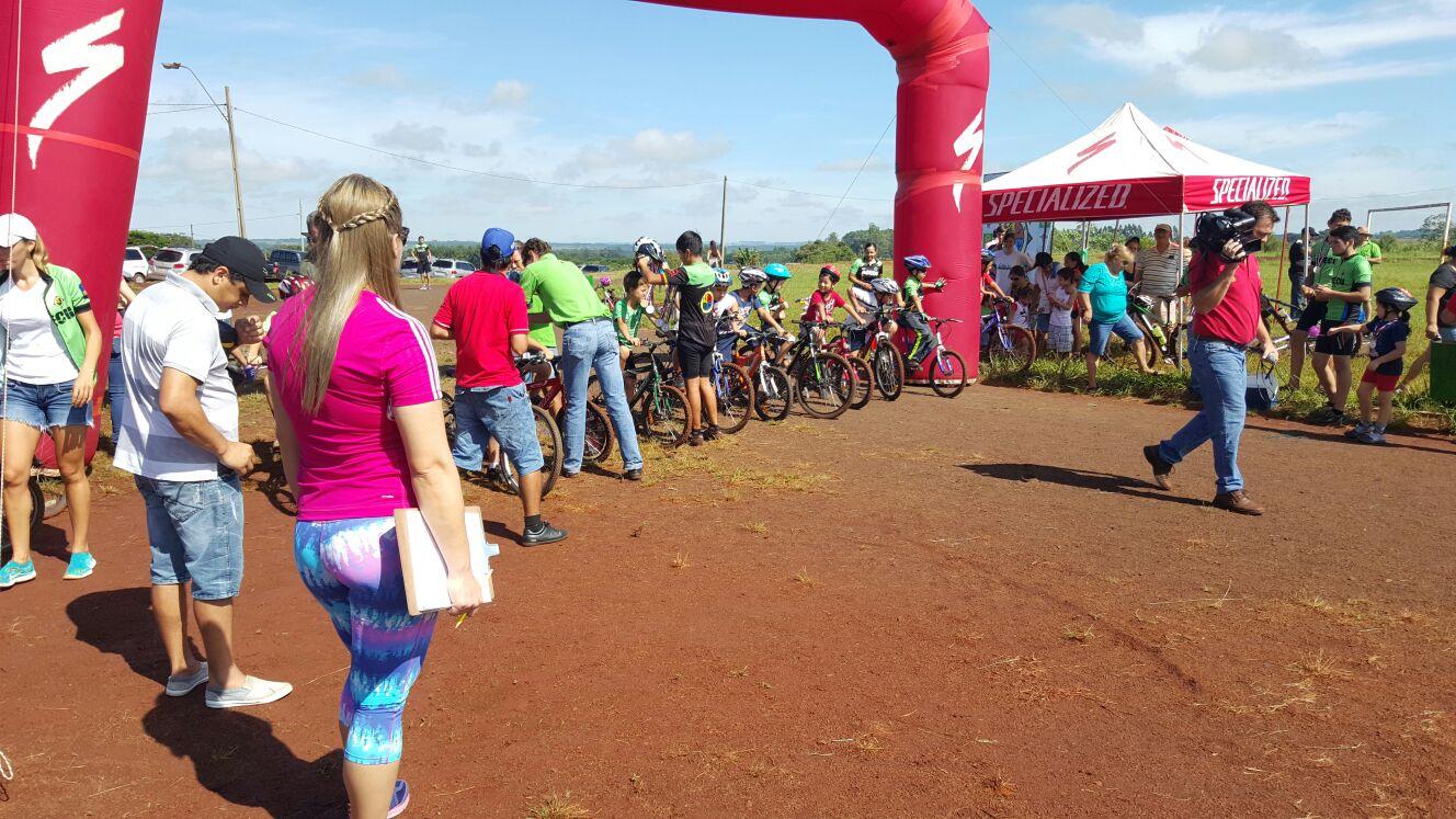 Gran Carrera De Bicis Para Niños Realizado En El Parque Ecologico ...